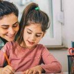 Working mom adalah nama yang diberikan kepada para ibu yang membesarkan anaknya sambil bekerja. Sebagai ibu yang mendidik anak dan bekerja di waktu yang bersamaan, ada banyak anggapan bahwa anak akan kurang diperhatikan. Akibatnya ketika anak kurang diperhatikan, ada banyak aspek dalam hidup anak yang juga kurang pencapaiannya. Salah satu contoh yang banyak diberikan adalahanak kurang cerdas karena tidak diperhatikan belajarnya. Apakah hal itu benar adanya? Jawabannya tidak selalu seperti itu. Ada banyak anak yang cerdas dibesarkan oleh seorang working mom asalkan dengan cara-cara yang tepat. Pembahasan mengenai bagaimana tips membesarkan anak cerdas oleh working mom pun menjadi informasi yang sangat menarik. Bagian berikut ini akan mencoba menjelaskan apa saja tips yang bisa digunakan untuk membesarkan anak agar cerdas bagi seorang working mom. Pastinya informasi yang dijelaskan akan berkaitan dengan banyak tema. Salah satunya terkait bantuan jasa les privat dan mendatangkan guru privat ke rumah untuk membantu anak belajar. Penasaran lebih lengkapnya apa saja tips-tips tersebut. Simak terus pembahasannya berikut ini. 8 Tips Membesarkan Anak Cerdas oleh Working Mom Pada penjelasan di atas sudah sedikit dibahas bahwa kebanyakan orang menganggap working mom akan kekurangan waktu untuk membesarkan dan mendidik anak. Hal ini tentu saja tidak benar. Ada banyak working mom yang sukses bekerja dan membesarkan anak menjadi cerdas dengan strategi yang tepat. Dalam hal membesarkan anak, yang perlu diperhatikan oleh seorang working mom adalah kesulitan belajarnya dan temukan solusinya. Silahkan simak penjelasan lengkapnya berikut ini. 1. Bangun Komunikasi yang Baik dengan Anak Penting untuk diketahui oleh working mom bahwa sesibuk apapun anda bekerja, selalu pastikan anda memiliki komunikasi yang rutin dan intens dengan anak. Komunikasi yang baik ini harus dibangun dengan pembiasaan. Anda yang harus membiasakan bahwa sesibuk apapun, paling tidak ajak anak makan bersama sekali 
